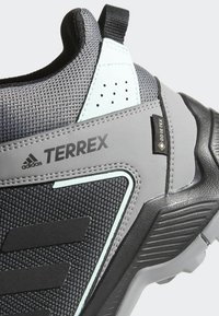 adidas Performance - TERREX EASTRAIL MID GTX SHOES - Chaussures de marche - grey - 8