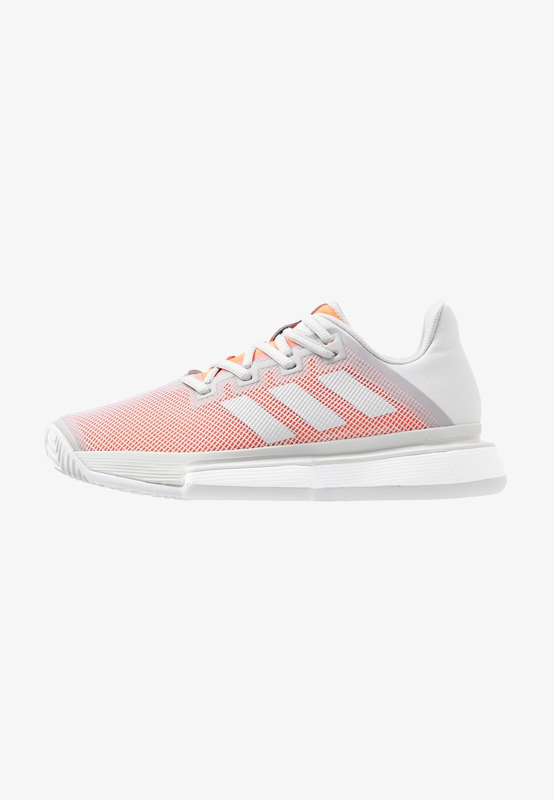 adidas Performance - SOLEMATCH BOUNCE CLAY - Multicourt Tennisschuh - light sold grey/hi-res coral