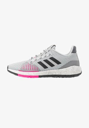 PULSEBOOST HD PRCT - Neutral running shoes - grey two/core black/shock pink