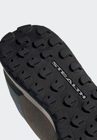adidas Performance - FIVE TENNIE SHOES - Outdoorschoenen - brown/grey/purple - 6
