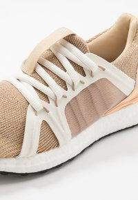 adidas by Stella McCartney - ULTRABOOST S. - Neutrala löparskor - copper metallic/red - 5