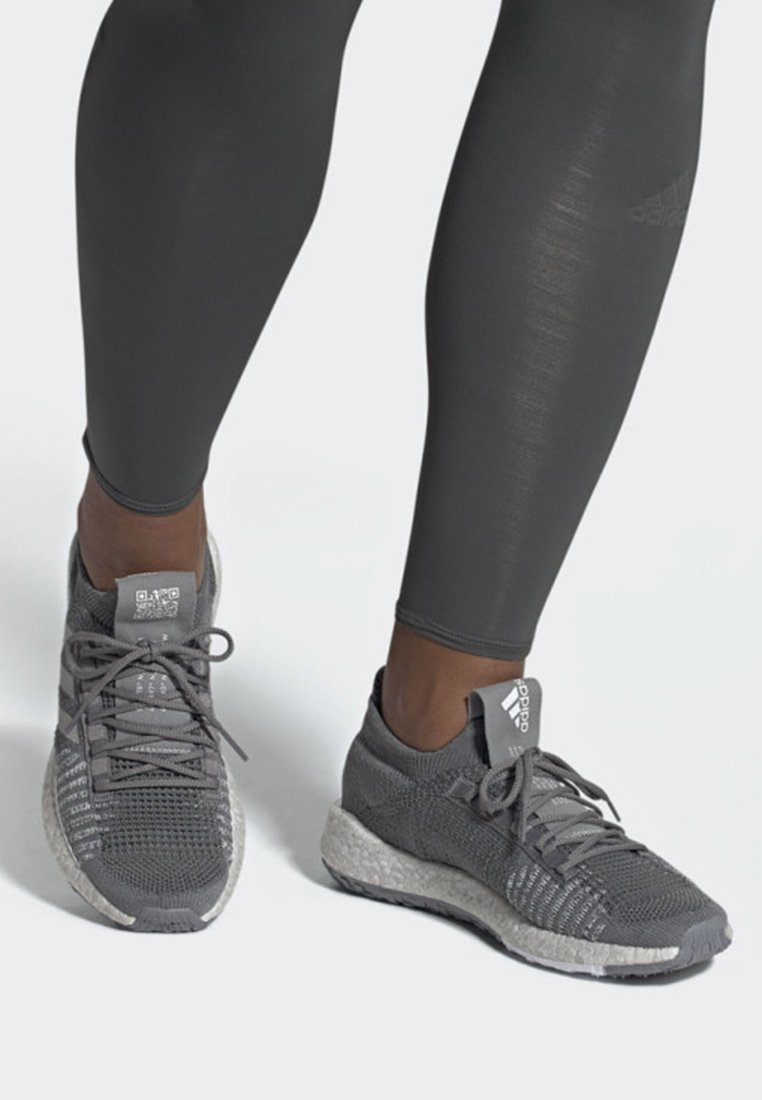 adidas Performance - PULSEBOOST HD SHOES - Joggesko - grey