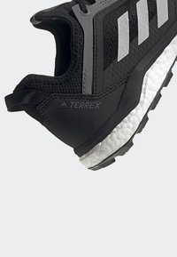 adidas Performance - TERREX AGRAVIC FLOW SHOES - Laufschuh Neutral - black - 8