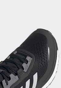 adidas Performance - TERREX AGRAVIC FLOW SHOES - Laufschuh Neutral - black - 7