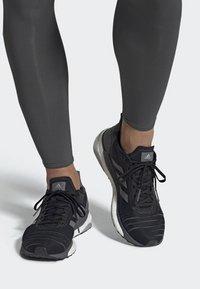 adidas Performance - SOLAR GLIDE 19 SHOES - Hardloopschoenen neutraal - black - 0