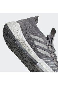 adidas Performance - PULSEBOOST HD SHOES - Hardloopschoenen neutraal - gray - 5
