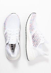 adidas Performance - ULTRABOOST 20  - Neutrální běžecké boty - footwear white/core black/signal green - 1