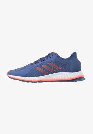 FOCUS BREATHE FOCUS RUNNING SHOES - Neutral running shoes - tec indigo/solar red/sky tint