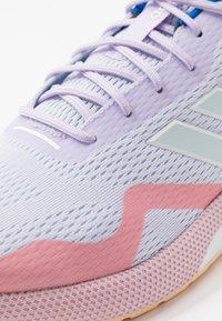 adidas Performance - NOVAFVSE X - Obuwie do biegania treningowe - purple tint/sky tint/glow orange - 5