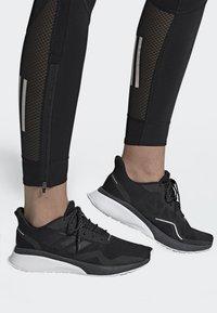 adidas Performance - NOVAFVSE X - Juoksukenkä/neutraalit - cblack/cblack/gresix - 0