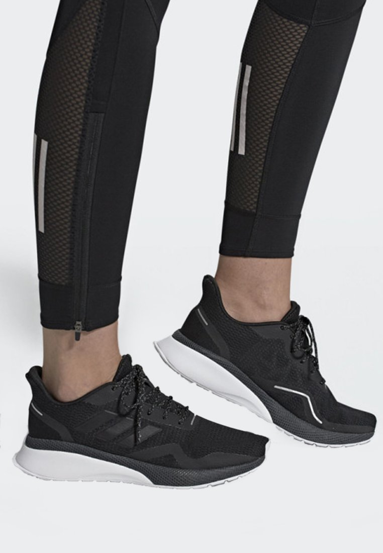 adidas Performance - NOVA RUN X - Matalavartiset tennarit - cblack/cblack/gresix