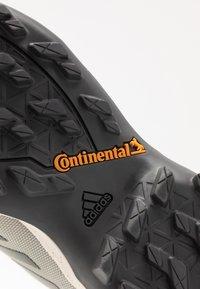 adidas Performance - TERREX AX3 BLUESIGN - Outdoorschoenen - fear grey/legend earth/grey tint - 5