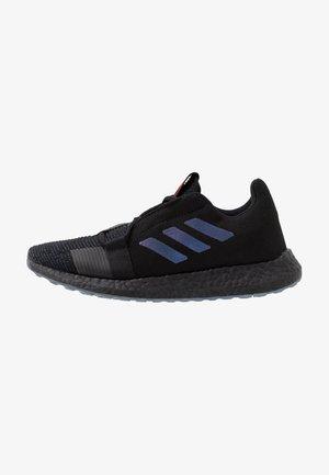 SENSEBOOST GO - Zapatillas de running neutras - core black/blue vesion metallic/legend ink