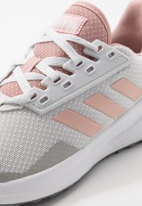 adidas Performance - DURAMO 9 - Zapatillas de running neutras - dash grey/pink spice/footwear white - 5