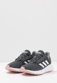 adidas Performance - DURAMO 9 - Obuwie do biegania treningowe - grey six/footwear white/pink spice - 2