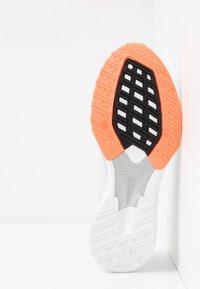 adidas Performance - ADIZERO RC 2 - Obuwie do biegania treningowe - dash grey/footwear white/signal coral - 4