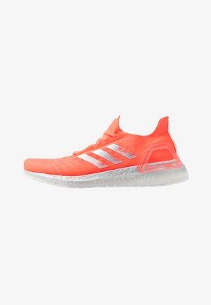 ULTRABOOST PB - Laufschuh Neutral - signal coral/silver metallic/footwear white