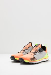 adidas Performance - TERREX AGRAVIC BOA - Zapatillas de trail running - amber tint/grey two/green - 2