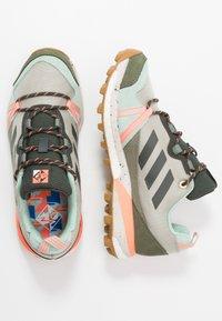 adidas Performance - TERREX SKYCHASER LT - Obuwie do biegania Szlak - grey/legend earth/granit tint - 1