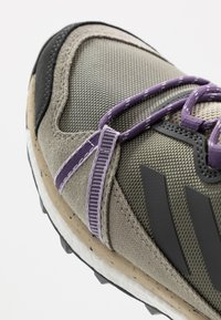 adidas Performance - TERREX SKYCHASER LT - Běžecké boty do terénu - legend green/dough solid grey/purple tint - 5