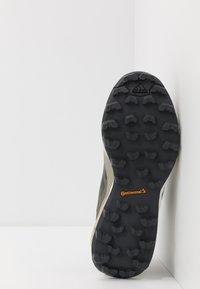 adidas Performance - TERREX SKYCHASER LT - Běžecké boty do terénu - legend green/dough solid grey/purple tint - 4