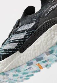 adidas Performance - TERREX TWO ULTRA PARLEY - Obuwie do biegania Szlak - core black/dash grey/blue spirit - 5