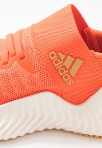 adidas Performance - ALPHABOUNCE TRAINER  - Treningssko - hi-res coral/glow orange/core white - 5