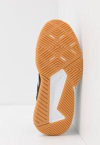 adidas Performance - COURT TEAM BOUNCE - Handball shoes - core black/silver metallic/footwear white - 4