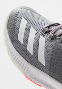 adidas Performance - CRAZYFLIGHT BOUNCE 3 - Volleyball shoes - grey three/footwear white/signal coral - 5