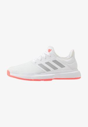GAMECOURT - Multicourt tennis shoes - footwear white/silver metallic/signal pink