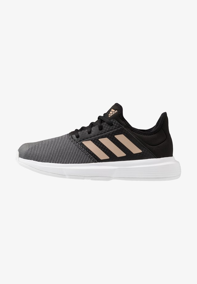 GAMECOURT - Multicourt Tennisschuh - core black/copper metallic/footwear white