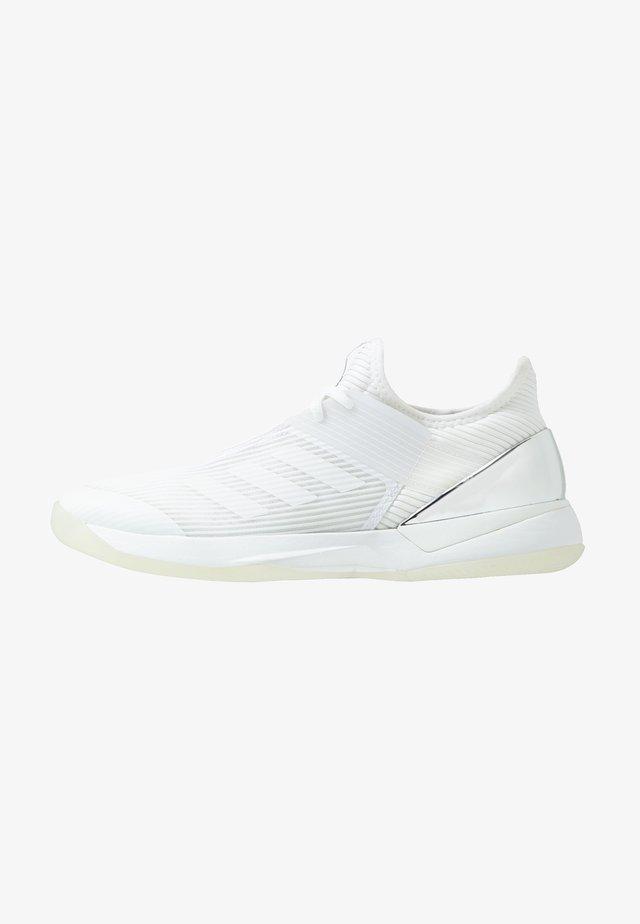 ADIZERO UBERSONIC 3 - Tennisschoenen voor alle ondergronden - footwear white/metallic silver