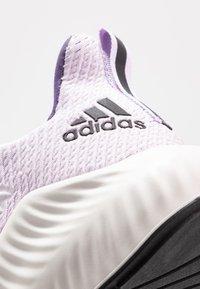 adidas Performance - ALPHABOUNCE 3 - Neutrální běžecké boty - purple tint/core black/tech purple - 5