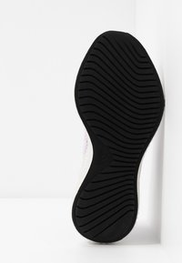 adidas Performance - ALPHABOUNCE 3 - Neutrální běžecké boty - purple tint/core black/tech purple - 4