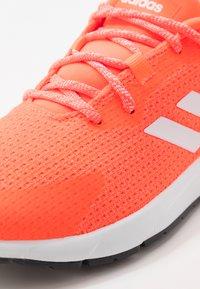 adidas Performance - SOORAJ - Nøytrale løpesko - signal coral/footwear white/core black - 5