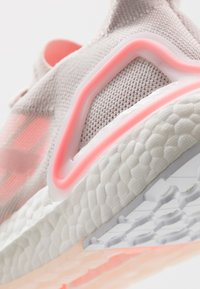 adidas Performance - ULTRABOOST A.RDY - Obuwie do biegania treningowe - pink/light flash red/footwear white - 5