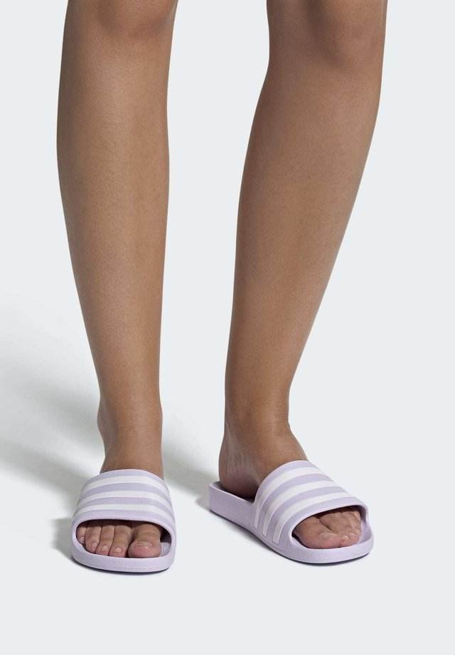 ADILETTE AQUA SLIDES - Sandali da bagno - purple tint
