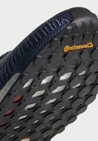 adidas Performance - SOLARBOOST 19 SHOES - Obuwie do biegania Stabilność - blue/purple/orange - 9