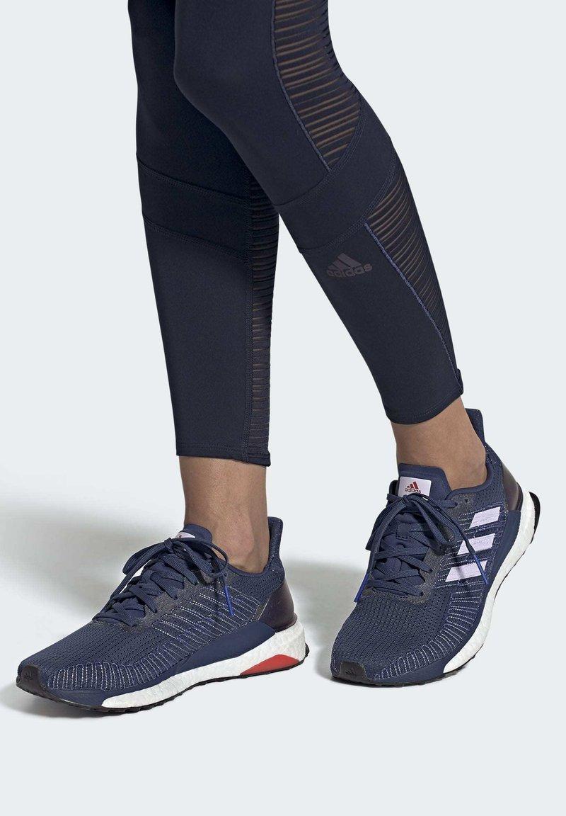 adidas Performance - SOLARBOOST 19 SHOES - Obuwie do biegania Stabilność - blue/purple/orange