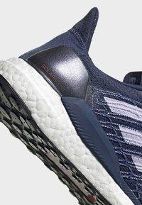 adidas Performance - SOLARBOOST 19 SHOES - Obuwie do biegania Stabilność - blue/purple/orange - 8