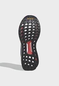adidas Performance - SOLARBOOST 19 SHOES - Obuwie do biegania Stabilność - blue/purple/orange - 5