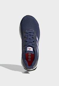 adidas Performance - SOLARBOOST 19 SHOES - Obuwie do biegania Stabilność - blue/purple/orange - 2