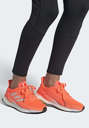SOLARBOOST 19 SHOES - Obuwie do biegania treningowe -  coral