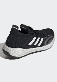 adidas Performance - PULSEBOOST HD - Obuwie do biegania treningowe - black - 3