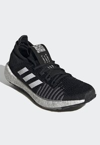 adidas Performance - PULSEBOOST HD - Obuwie do biegania treningowe - black - 4