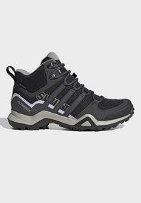 adidas Performance - TERREX SWIFT R2 MID GTX SHOES - Chaussures de marche - black - 6