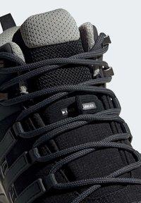 adidas Performance - TERREX SWIFT R2 MID GTX SHOES - Chaussures de marche - black - 8
