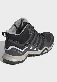 adidas Performance - TERREX SWIFT R2 MID GTX SHOES - Chaussures de marche - black - 4