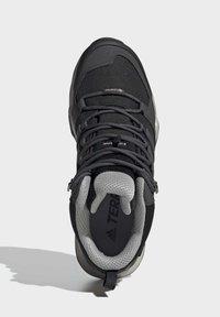 adidas Performance - TERREX SWIFT R2 MID GTX SHOES - Chaussures de marche - black - 2