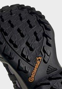 adidas Performance - TERREX SWIFT R2 MID GTX SHOES - Outdoorschoenen - black - 9